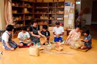 竹細工工芸室での竹細工体験